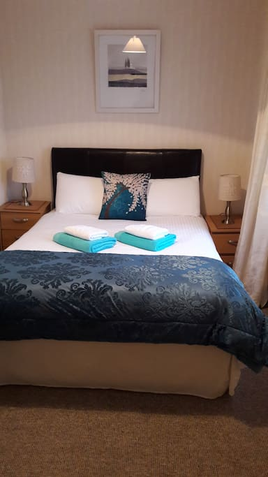 Double bedroom linen and towels supplied