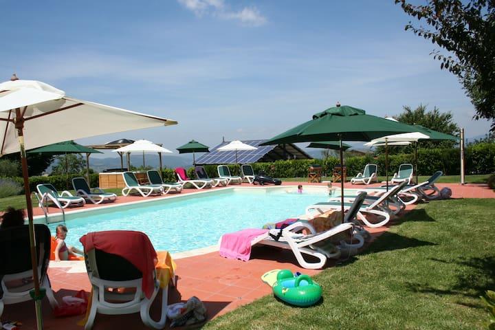 UVA: Holiday Tuscany countryhouse in Farmhouse - Reggello - Casa
