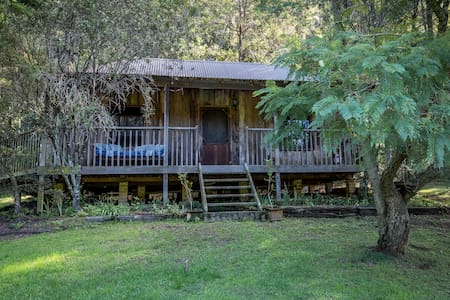 Pet-friendly self-contained rustic charming cabin - Grose Vale - กระท่อม