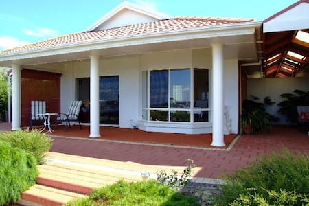 Close Encounters Bed & Breakfast - Victor Harbor