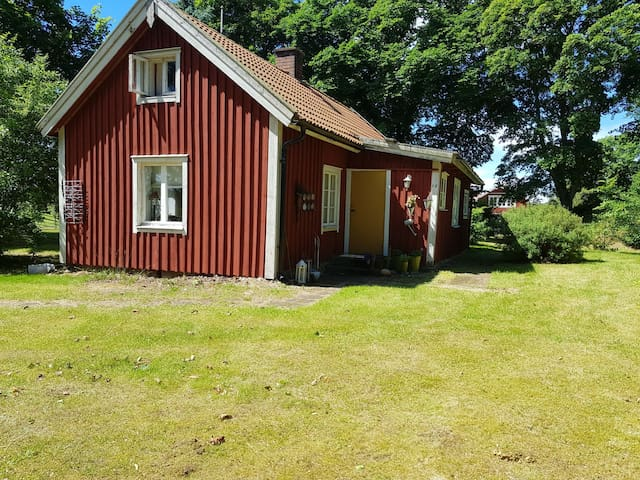 Charming cottage near Sommerland, Skara,  Varnhem.