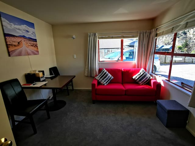 Queenstown Apartment -Walk to town -Private -Warm