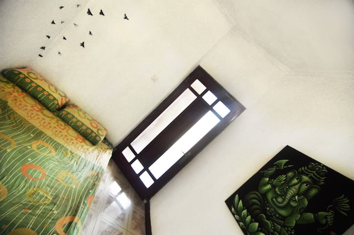 Green room in Shanti yoga and Surf house