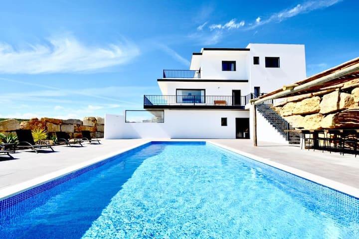 Private Villa The Maverick w/ own pool & garden