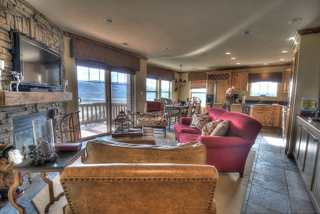 Beautiful Living Room - gas fireplace, plenty of seating, amazing views, deck, HD TV