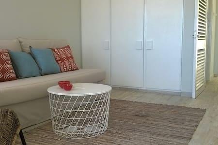 Studio Beachfront Carcavelos (100m) - Carcavelos - Apartamento