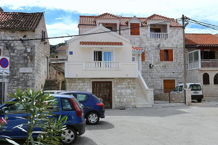 One bedroom apartment with terrace Marina (Trogir) (A-10327-a)