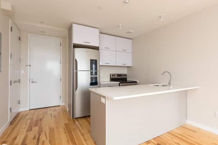 Modern Condo in Sunset Park w/Washer and Dryer
