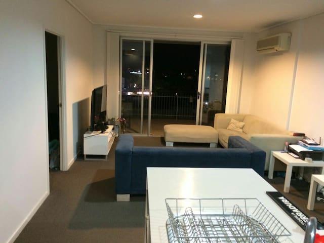 Share room for 2 people - East Brisbane - Byt