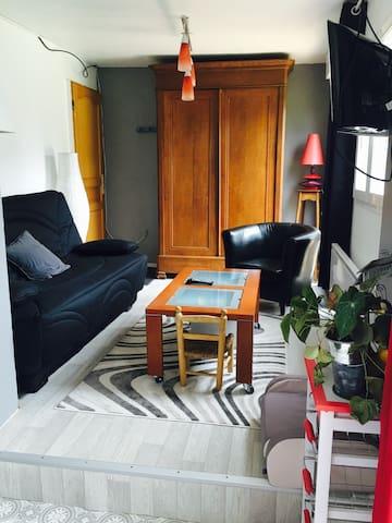 Studio équipé dans maison au calme, vue sur jardin - Coucy - Apartamento