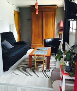 Studio équipé dans maison au calme, vue sur jardin - Coucy