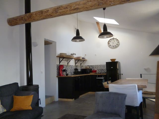 Appartement rénové avec goût, lumineux,poêle bois - Lodève