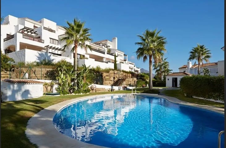 Apartamento con terraza chill out y piscinas