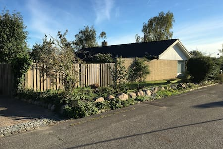 Stort lyst parcelhus med have - Vallensbæk