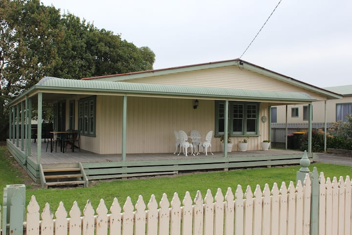 Beach Holiday Cottage ApolloBay 2BR