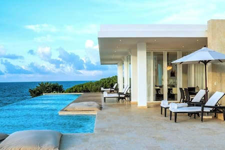 STUNNING LUXURY OCEANFRONT 4-BEDROOM VILLA RAPHAEL