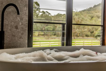 Sambar Hills Country experience- King Valley