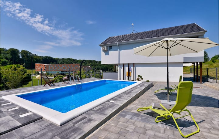 Amazing home in Sveti Martin na Muri with Jacuzzi, Sauna and Outdoor swimming pool