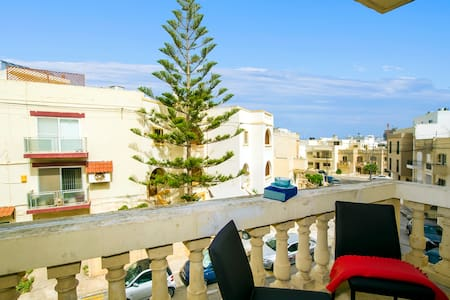PR in modern flat - St Julians & Paceville area - Is-Swieqi