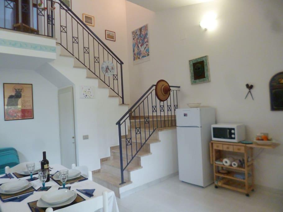 Il soggiorno, lato scale