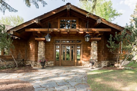 Mountain Ranch Home w/ Year Round Pool & Hot Tub