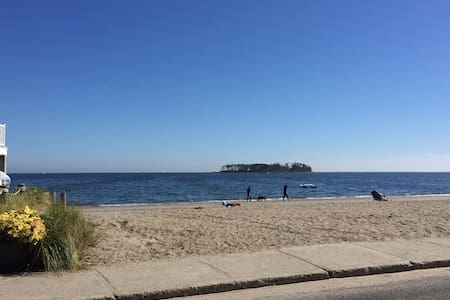 Your own place on the Beach near Silver Sands Park - Milford - Other
