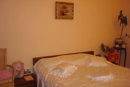 Уютная комната за городом в семейном доме - Khotyanivka - Casa