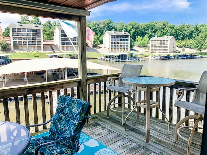 Fabulous water front condo directly on the lake