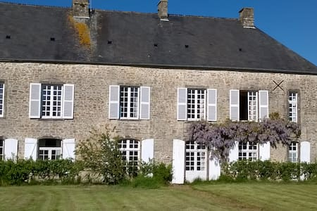 Lovely ancient Manor House - Fontenay-sur-Mer - Hus