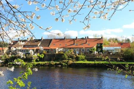 Historic cottage beside river Tees - Huis