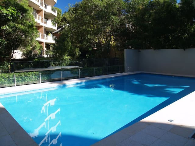 Central, quiet, large apartment with pool, parking - Darlinghurst - Casa