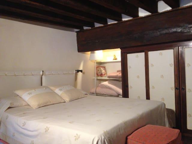 la camera da letto sul soppalco