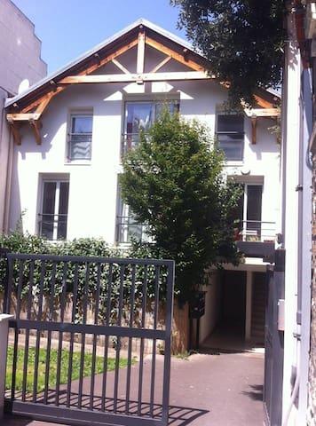 Maison rue Ganneron 75018 Paris