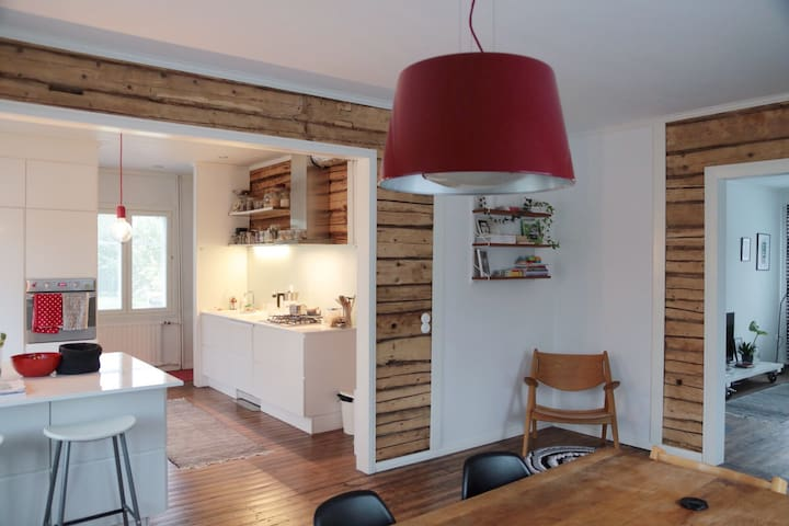 Cozy room in a trendy wooden house - Vaasa