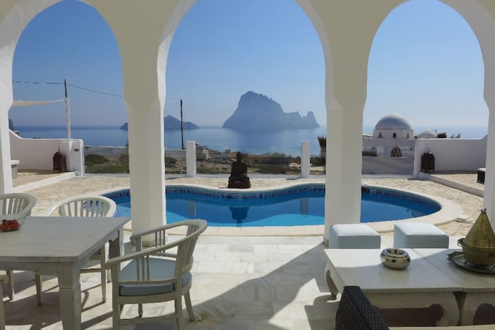 Unique villa right at the coast with panoramic views of the island of Es Vedra