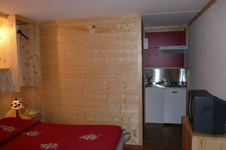 Hotel et Studios Neiges de France - Challes-les-Eaux - Bed & Breakfast
