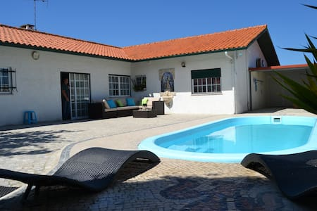 Villa with private swimming pool - Marinha Grande