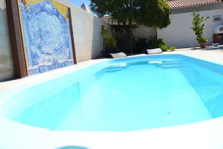 Outside - private swimming pool  Exterieur - Piscine privée