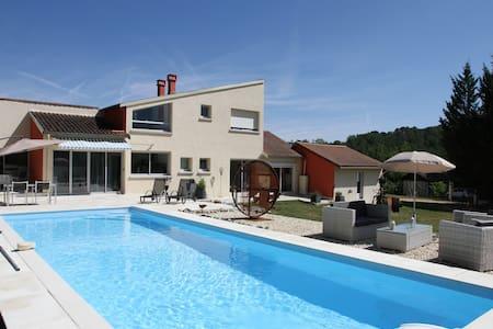 Chambre privée avec salon & piscine - Blis-et-Born