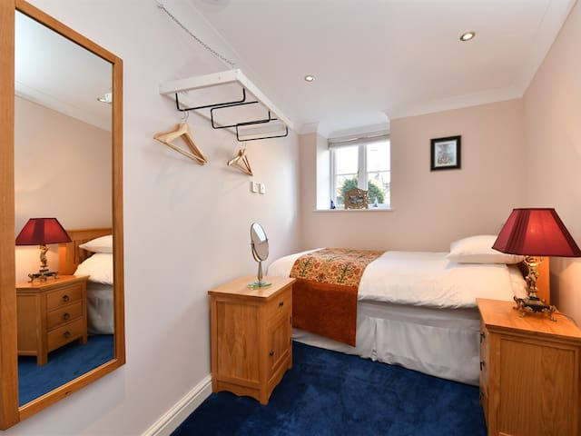 Heritage Luxury B&B Calne. Single ensuite room