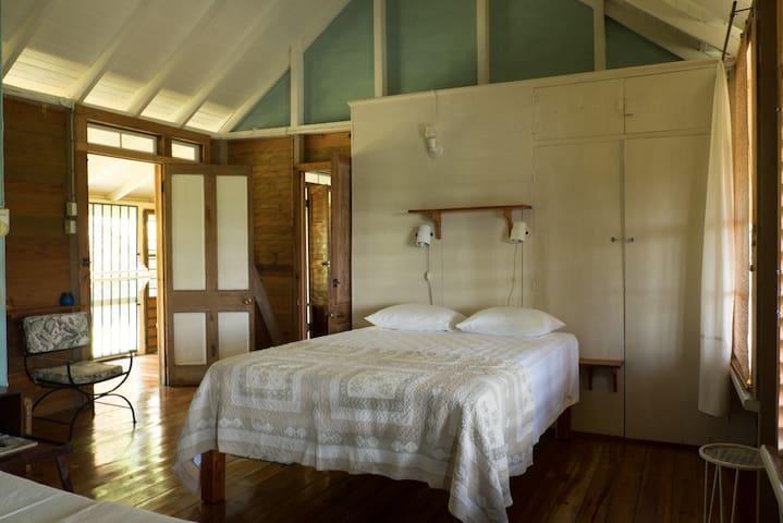 Retreat Plantation House middle bedroom 1