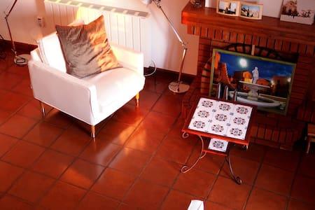 Kleines süßes Haus im historischem Zentrum, ruhig - Colobraro - Rekkehus