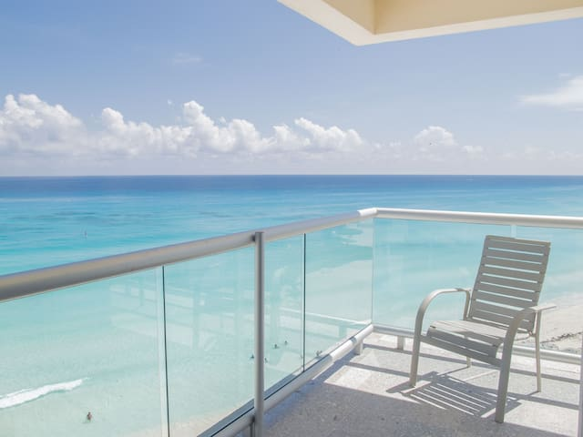 Spectacular Beachfront Condo in Cancun´s Heart - Cancún - Apartment