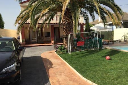 Casa con 6 dormitorios y Piscina - El Viso de San Juan