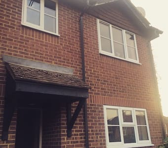 Secluded Town House 5mins from town