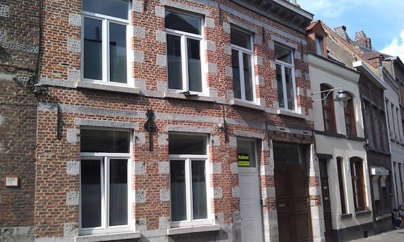 Charmante chambre indépendante - Mons - Leilighet