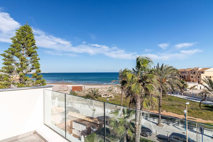 Beautiful Front Line Beach House in La Zenia