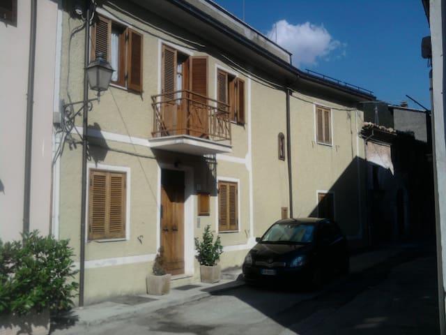 FINE SETTIMANA in montagna OVINDOLI - San Potito - Appartamento