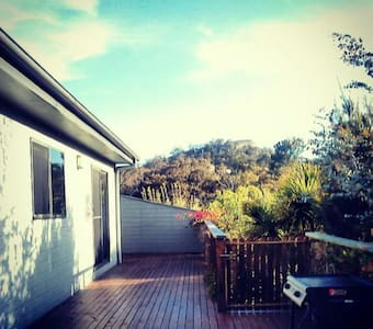 Spacious home with deck and view. - Bicheno - 단독주택