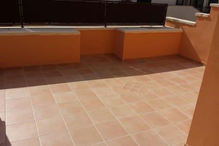 Appartamento Con Balcone e Terrazza - Галатоне